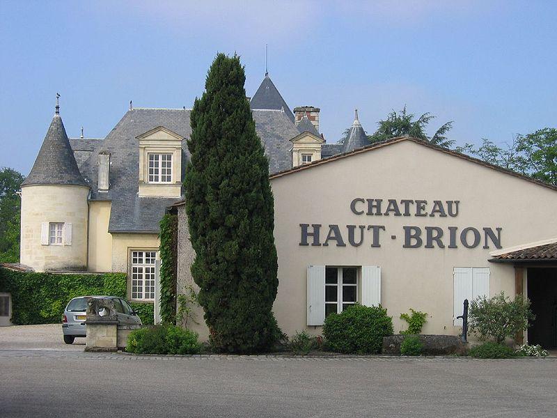 800px-Haut_Brion_exterior